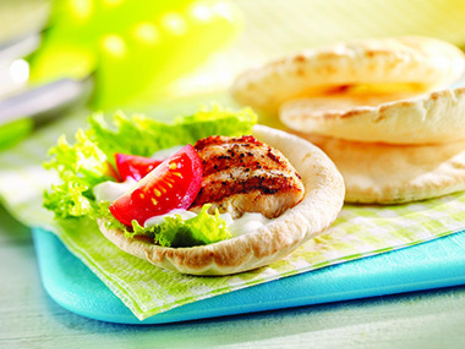 Mini-Pitas with Grilled Garlic Chicken and Cream